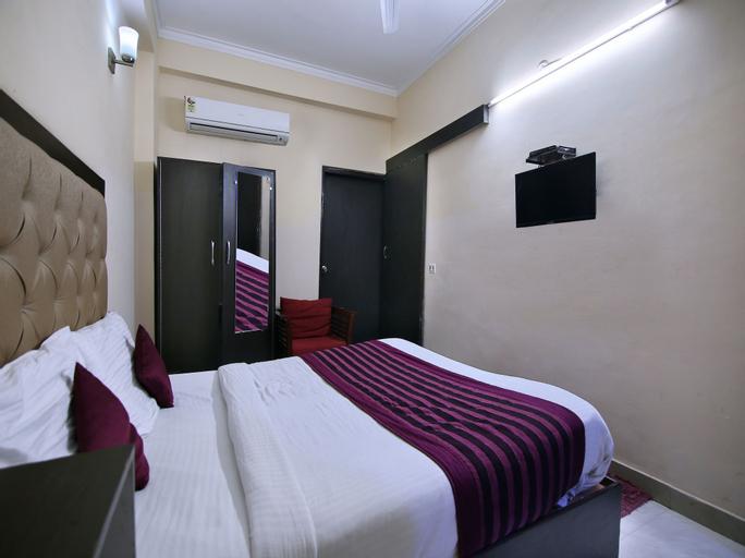 OYO 709 Hotel Cross Winds, Gautam Buddha Nagar
