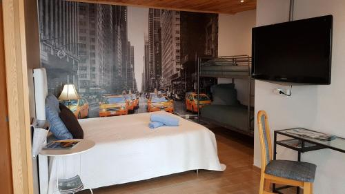 Room near the airport, Maia