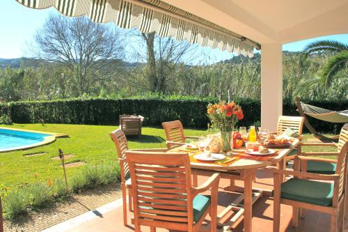 ALTIDO Idyllic House With Pool and Garden in Colares, Sintra