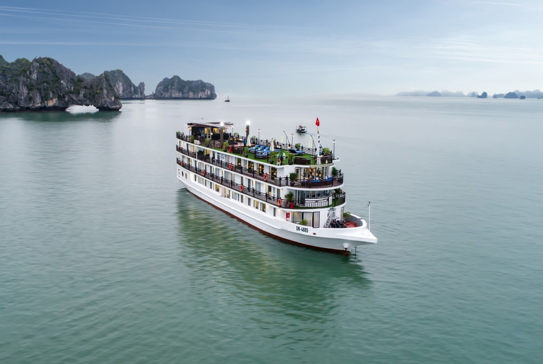 Margaret Cruises, Hạ Long
