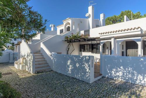 Feels Like Home Vilamoura Bright House with Terrace, Loulé