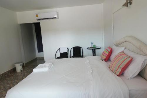 Room Service, Sikao