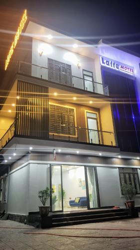 Latte Motel, Hương Trà