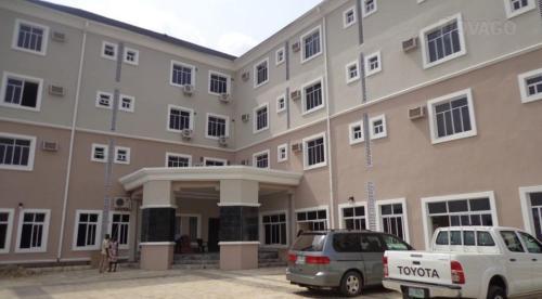 hotel de lurel, Aba North