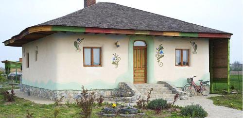 Gardener's House, Bucovat