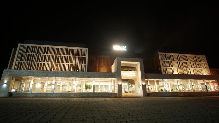 Hotel Yayoba, Merkez