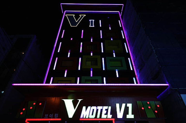 V1 Motel, Sasang