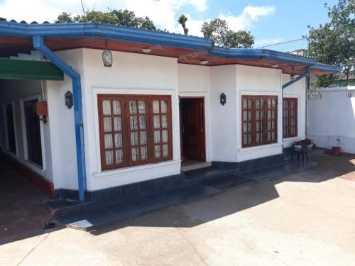 Millas Rest, Dimbulagala