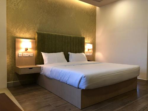 Hotel Riveria by Raj, Ernakulam