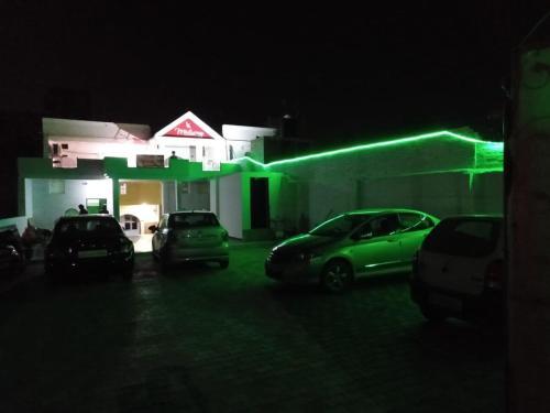 Hotel midway, Karnal