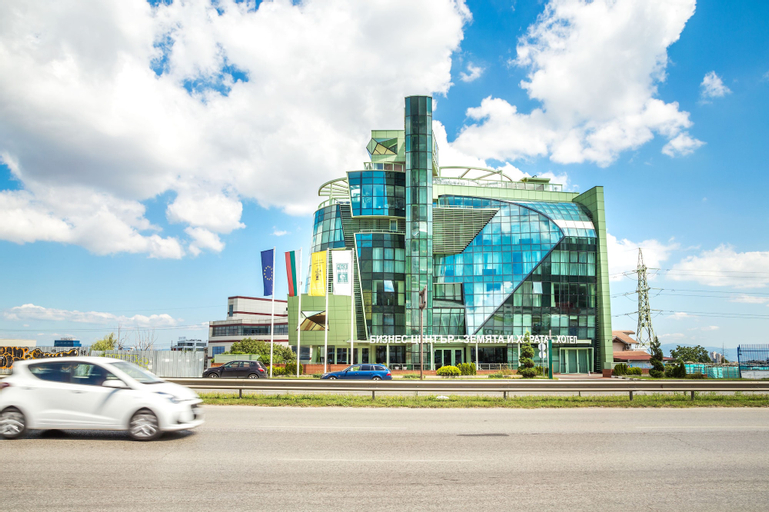 Earth & People Hotel & SPA, Stolichna