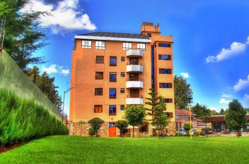 Sunshine hotel, Ainamoi