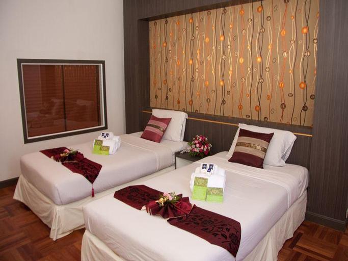 Ayutthaya Grand Hotel, Uthai