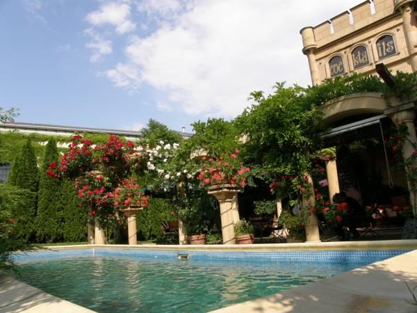 Hotel Bow Garden, Komárno