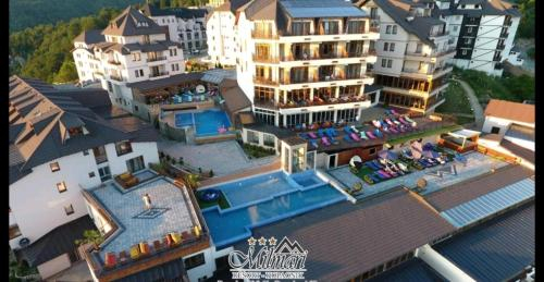Hotel Milmari, Raška