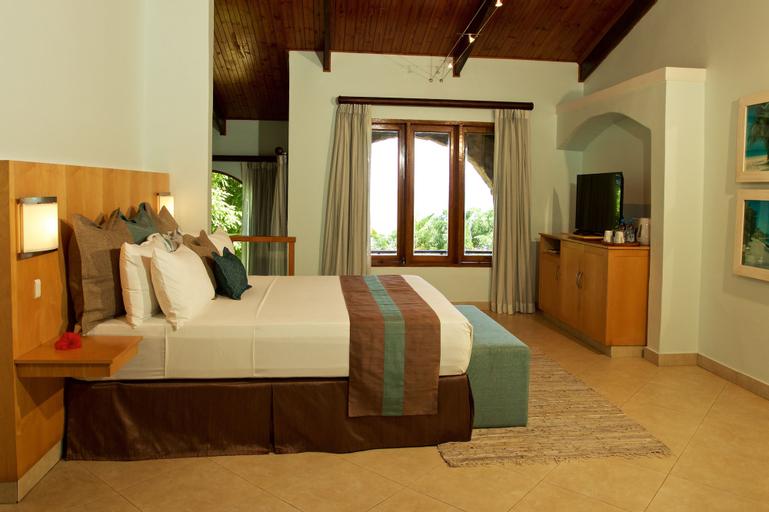 Coco de Mer and Black Parrot Suites,