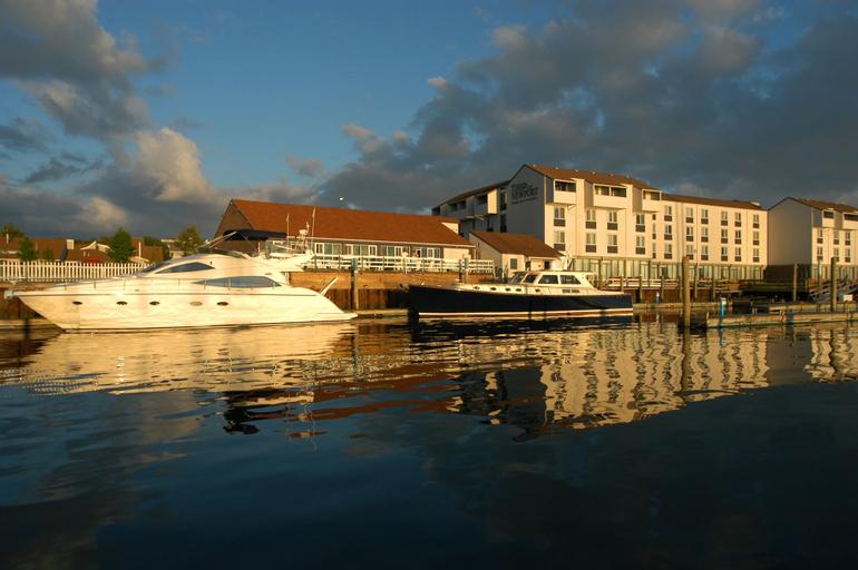 The Newport Harbor Hotel & Marina, Newport