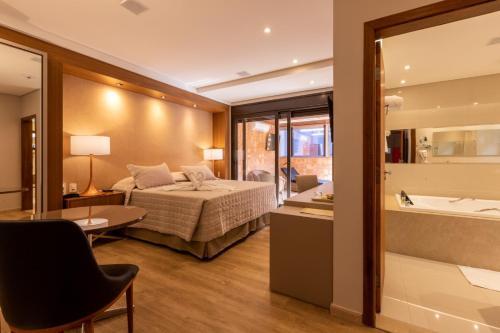 Hotel Bahamas, Dourados