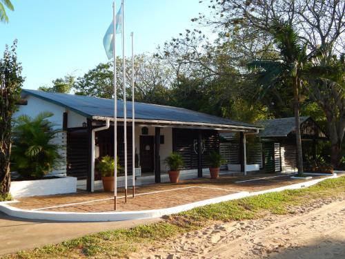 Cabanas Los Troncos, Ituzaingó
