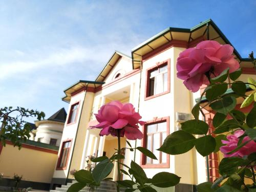 Chinor Garden Hotel (Free airport transfers and more), Qibray
