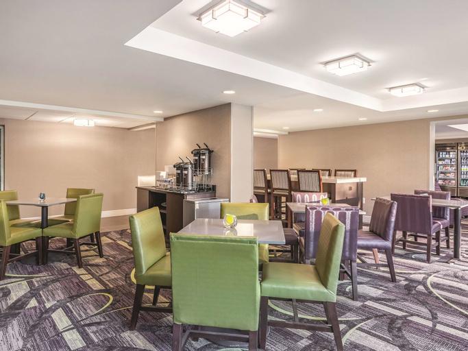 La Quinta Inn & Suites by Wyndham Columbia / Fort Meade, Howard