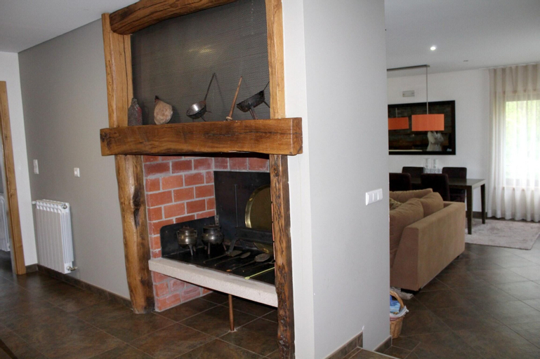 Property With 4 Bedrooms in Bragança, With Wonderful Lake View and Furnished Terrace - 200 km From the Beach, Bragança