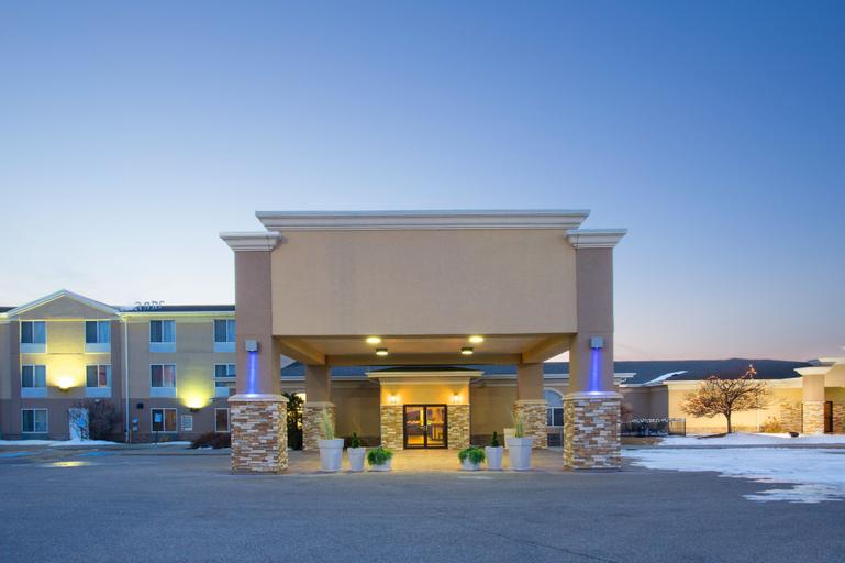 Holiday Inn Express & Suites Lexington, Dawson