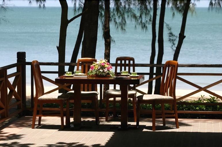 Bayview Beach Resort Baan Grood, Bang Saphan