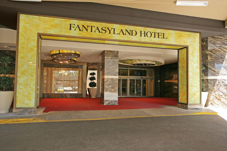 Fantasyland Hotel, Division No. 11