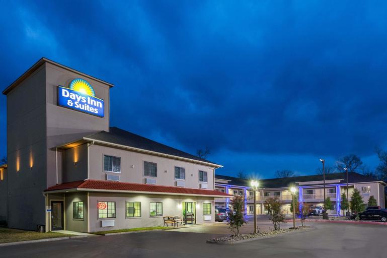 Days Inn & Suites by Wyndham Madisonville, Madison