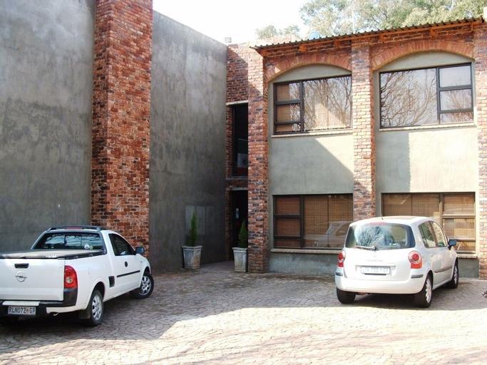 24OnVrey 3 Star Guest House, Ekurhuleni