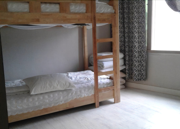 Pohang Youngildae Guesthouse - Hostel, Pohang