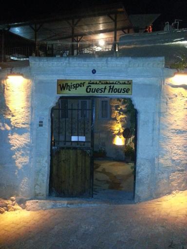 Whisper Cave House, Merkez