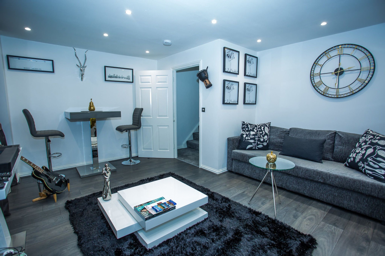 Phamphy Luxury Home, London