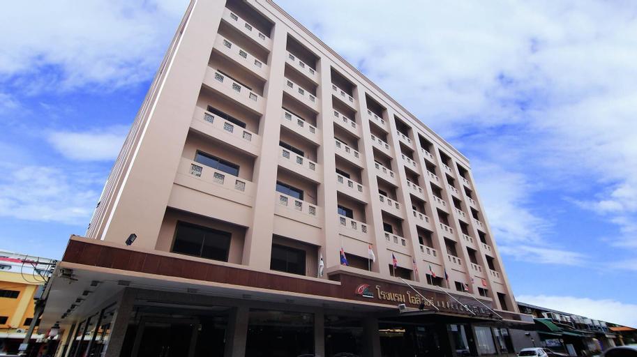 Oliver Hotel, Sadao