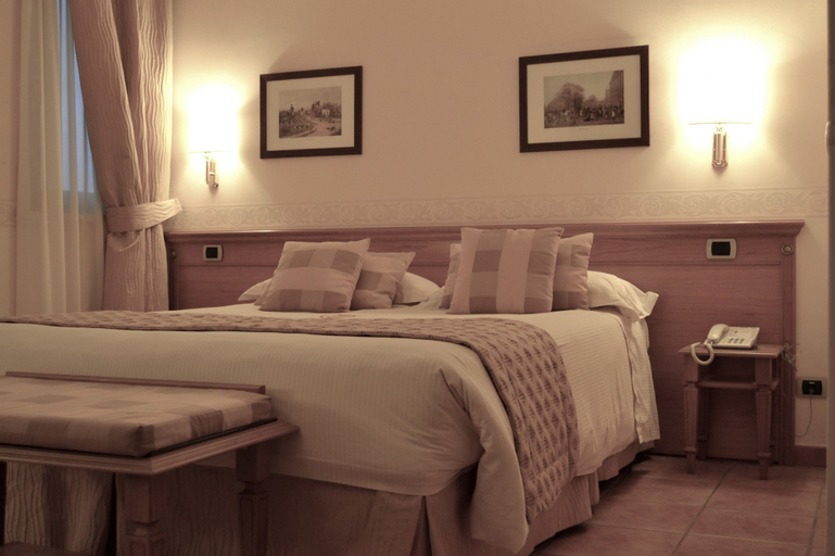 Hotel Seccy, Roma