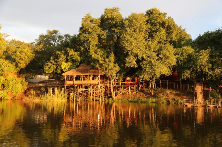 Rainbow River Lodge, Mukwe