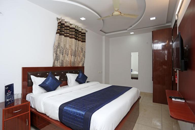 OYO 14384 Luxury residency, West