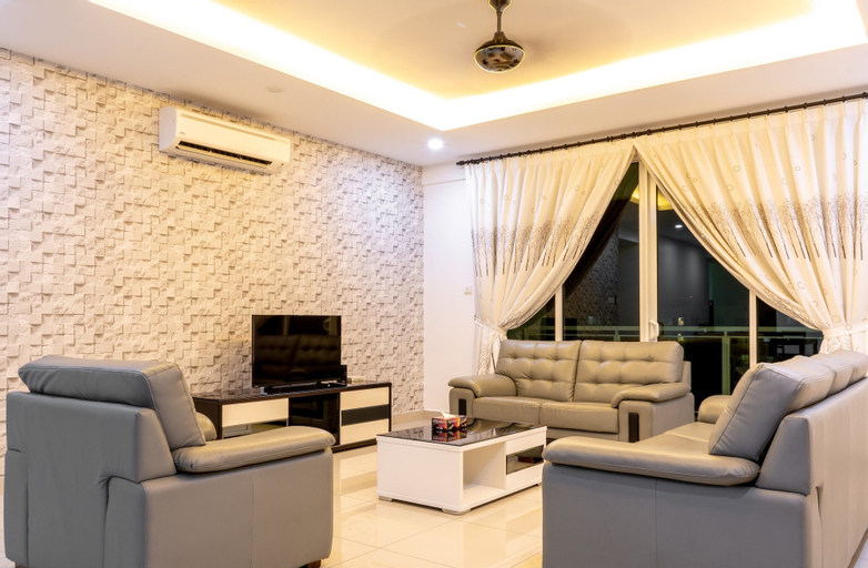 Meridian Sunset Suite by D Imperio, Barat Daya