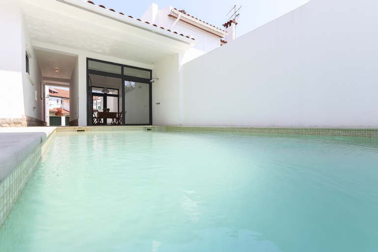 Parede Villa With Pool by Homing, Sintra
