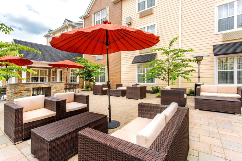 Hawthorn Suites by Wyndham Sterling Dulles, Loudoun
