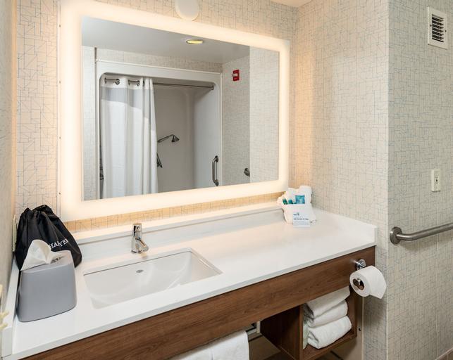 Holiday Inn Express Newport North - Middletown, an IHG Hotel, Newport