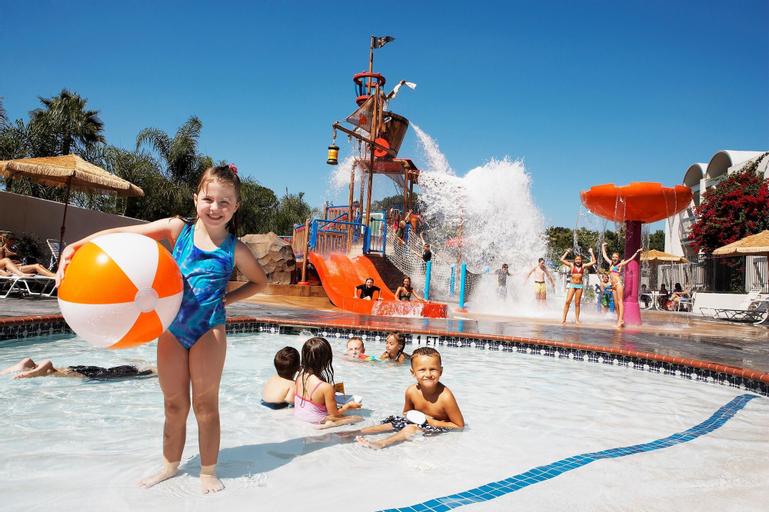 Howard Johnson by Wyndham Anaheim Hotel & Water Playground, Orange