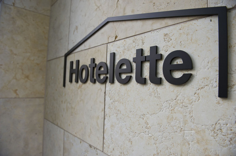 Hotelette, Jung