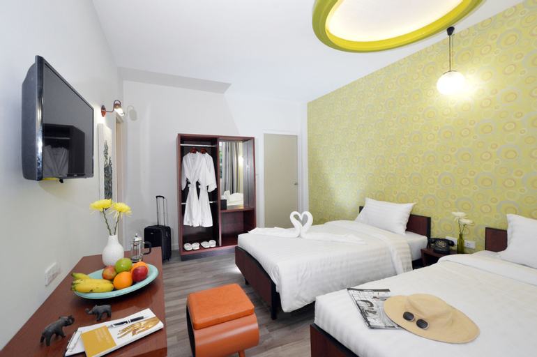 RetrOasis Hotel, Wattana