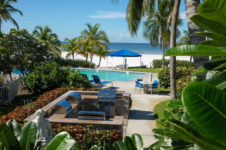 The Neptune Resort, Lee