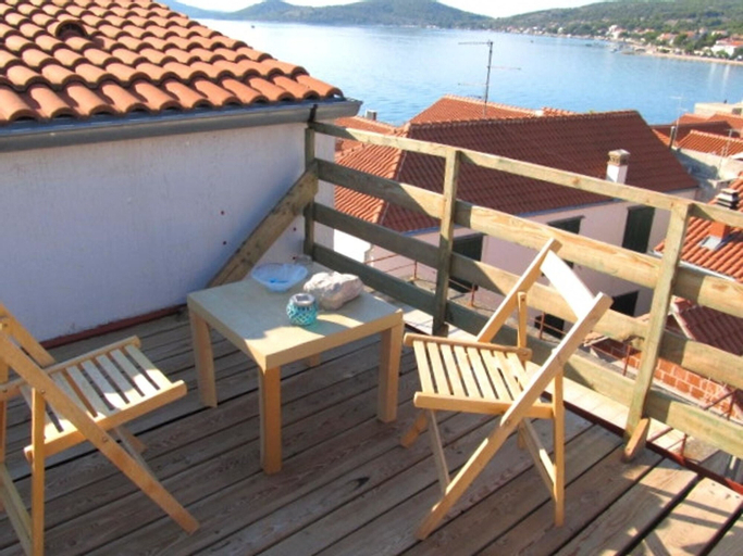 Apartment With one Bedroom in Betina, With Terrace and Wifi - 60 m Fro, Murter