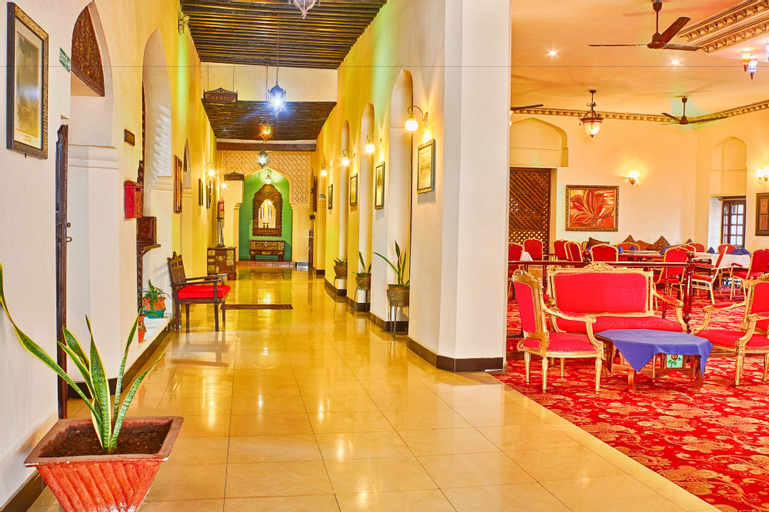 Africa House Hotel, Mjini