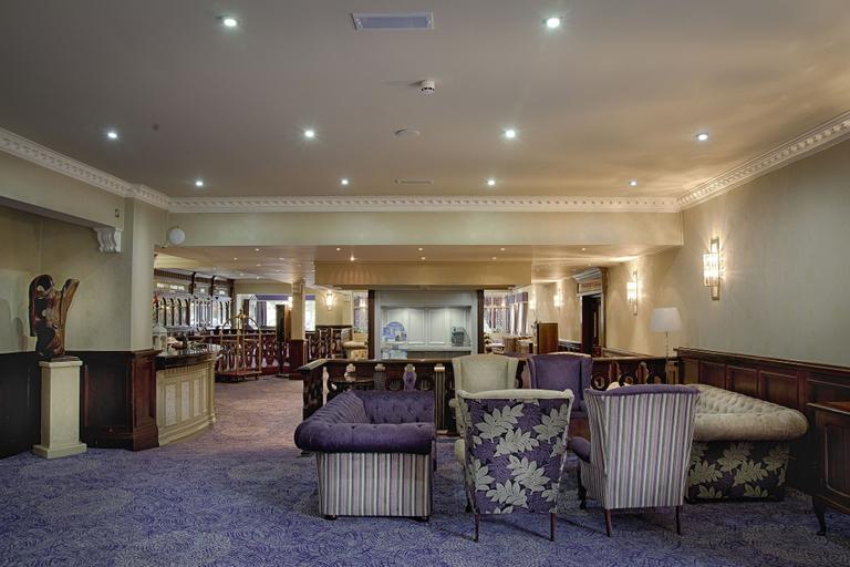 Woodford Dolmen Hotel,