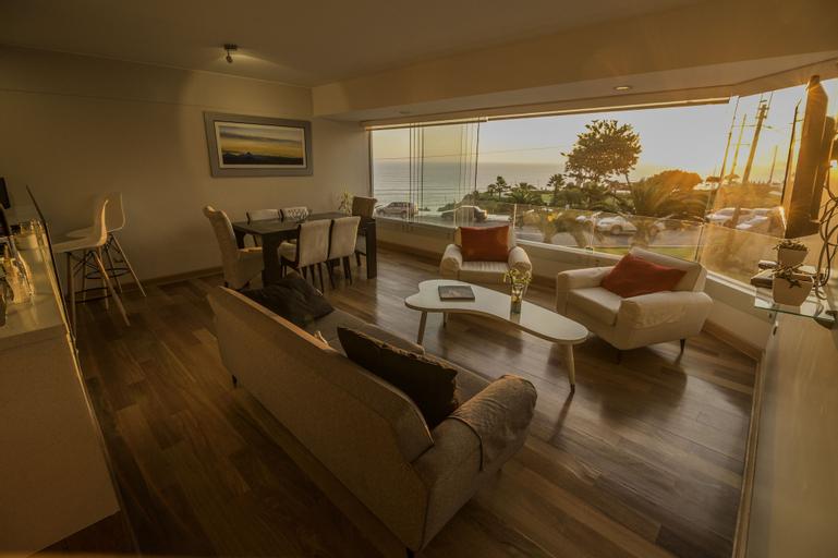 Malecon Cisneros Luxury Condo, Lima